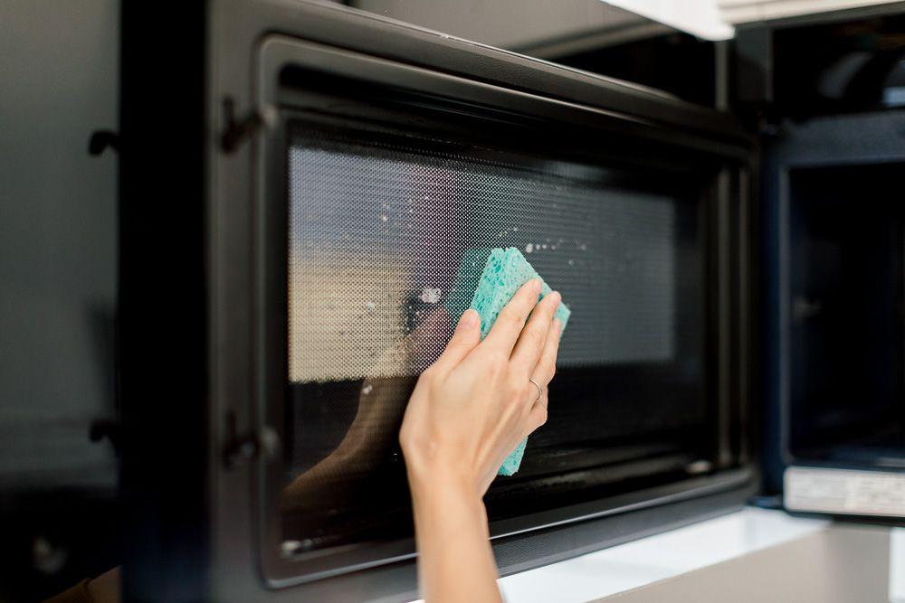 nettoyer porte micro-ondes